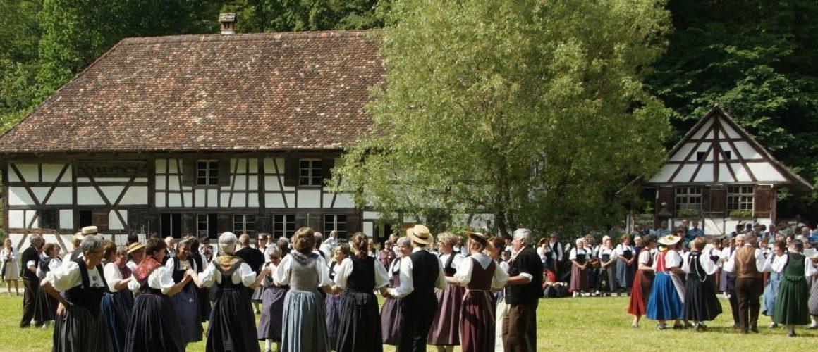 folk-dance-860244_1920-min