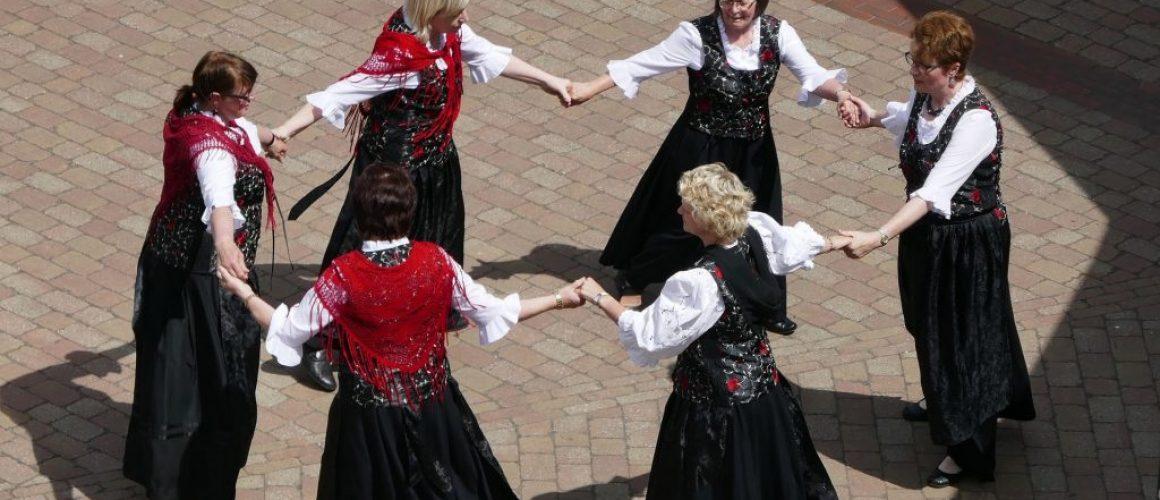 round-dance-2464228_1920-min